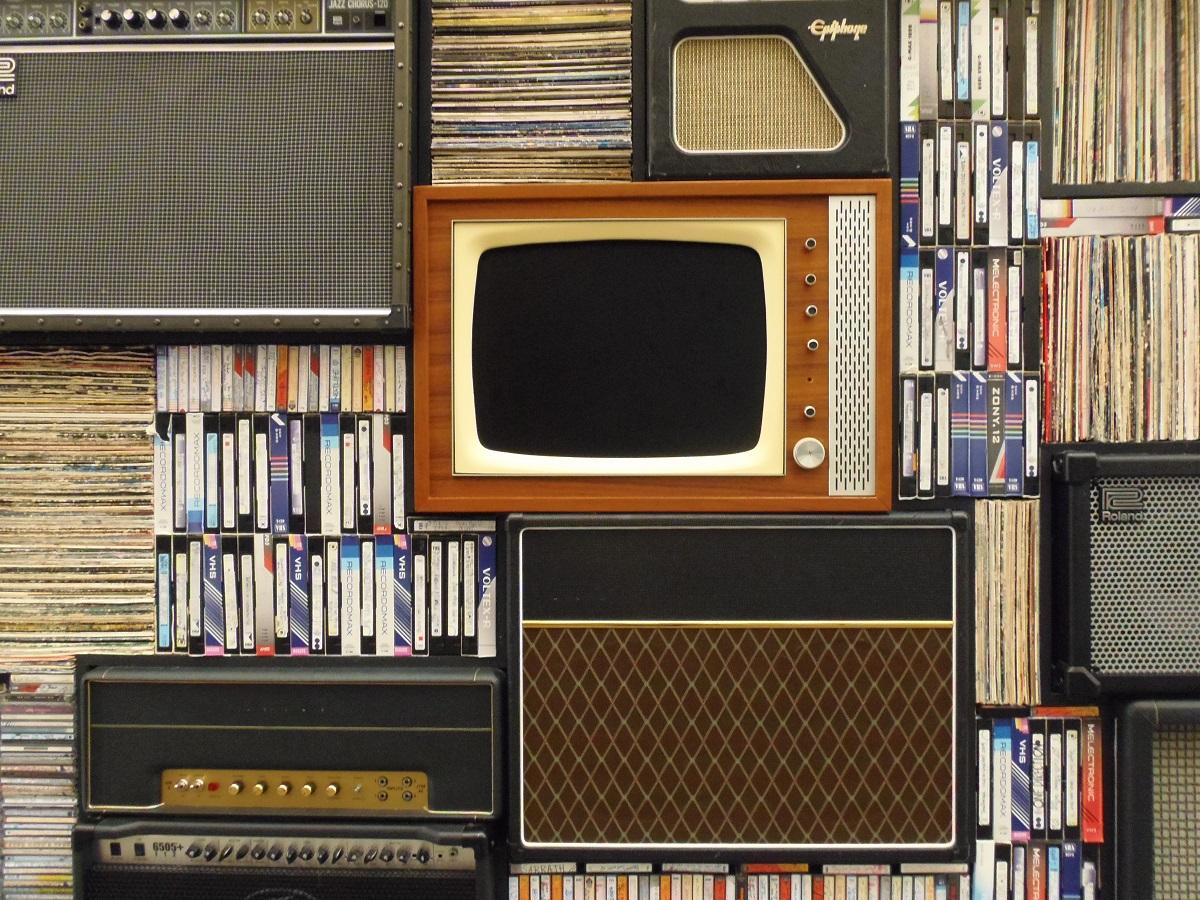 Музыка в  телевизоре нарушает прав авторов