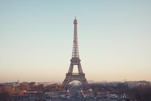 Эйфелева башня в ночи как нарушение авторских прав