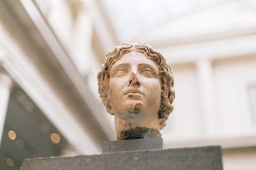 Скульптура как товарный знак