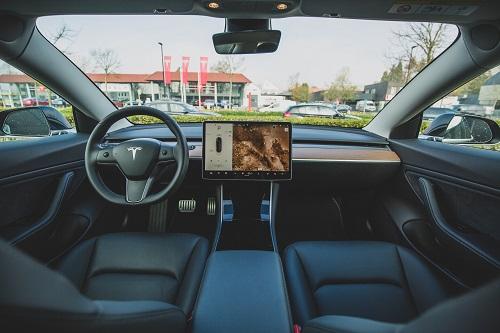 Угонишь Tesla – сойдешь с ума!