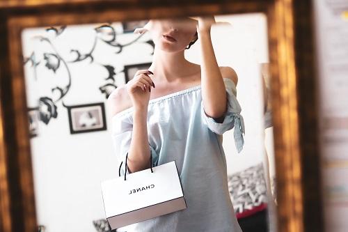 Поддельный костюм от Chanel